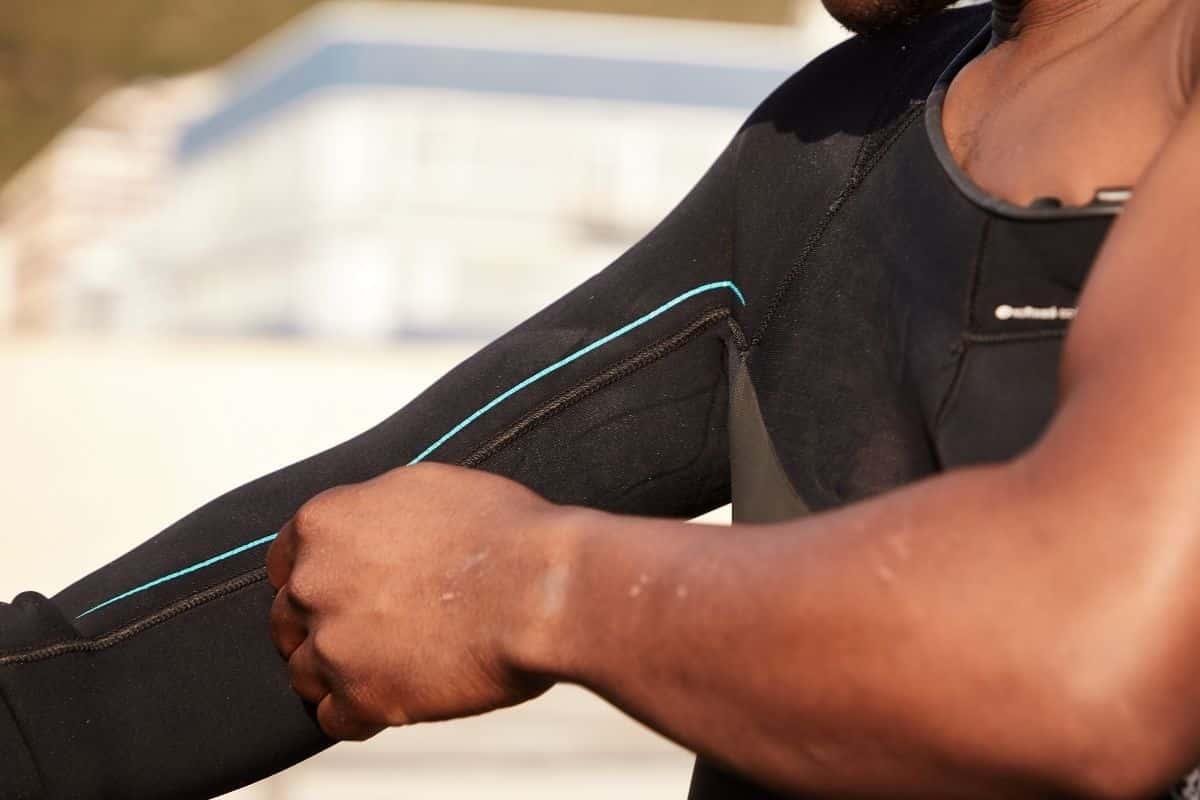 Read more about the article Comment entretenir son équipement pour le longe-cote en néoprène   ?
